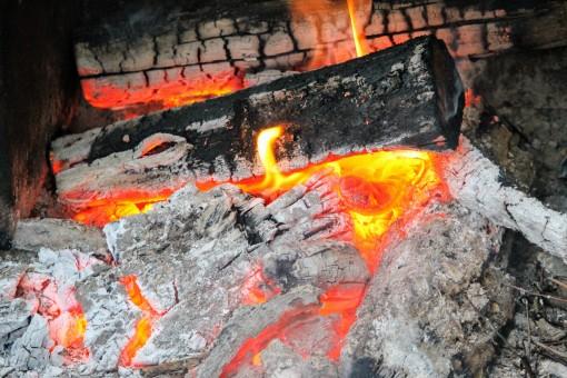 Feu de cheminée, récupérer les cendres